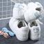 รองเท้าผ้าใบหนังนิ่มสีขาว สกรีนลายแมวและปลา   พร้อมส่ง thumbnail 1