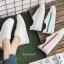 YUANBO รองเท้าผ้าใบหนังนิ่มสีขาวคาดสีฟ้า ได้เชือก 2 คู่(สีขาว+สีฟ้า) thumbnail 10