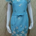 ชุดแซกผ้าไหมญี่ปุ่น อัดกาวทั้งตัว ด้านหน้าแต่งด้วยลูกไม้นอก ซิปหลัง สีฟ้า ต้อนรับเทศกาลวันแม่ อกวัดเต็ม37นิ้ว