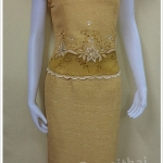 ชุดผ้าไหมญี่ปุ่นสำเร็จรูป ปักลาย คอหัวใจ เบอร์ M เสื้อ+กระโปรงยาว สีไพรทอง