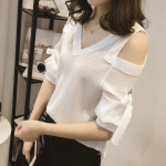 ชุดเสื้อแฟชั่นแขน 3 ส่วนเปิดไหล่เก๋ๆ แถมเสื้อซับให้อีก 1 ตัว ในชุด - ขาว
