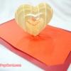 การ์ดป๊อปอัพ หัวใจสานสีครีม พื้นสีแดง