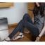 กางเกงยีนส์เข้ารูสีดำ ลงตัวสุดๆสำหรับให้สาวๆ ได้หากางเกงยีนส์ตัวเก่งเข้ารูปสวยๆ ใส่ลุยได้ทุกที่ thumbnail 2