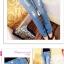 กางเกงยีนส์สุภาพสตรี ดีไซน์แนวๆ สำหรับสาวๆ ที่ไม่ยอมตกเทรนด์ thumbnail 3