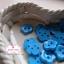 กระดุมลายดอกไม้สีฟ้า ขนาด 1.3 ซม. จำนวน 12 เม็ด(1โหล) thumbnail 2